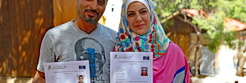Refugees holding a European Qualifications Passport for Refugees - Copyright Council of Europe - Photo Gloria Mannazzu - taken on 28 April 2017 in Sounio, Greece 1